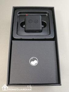 小さな本体と付属品の箱
